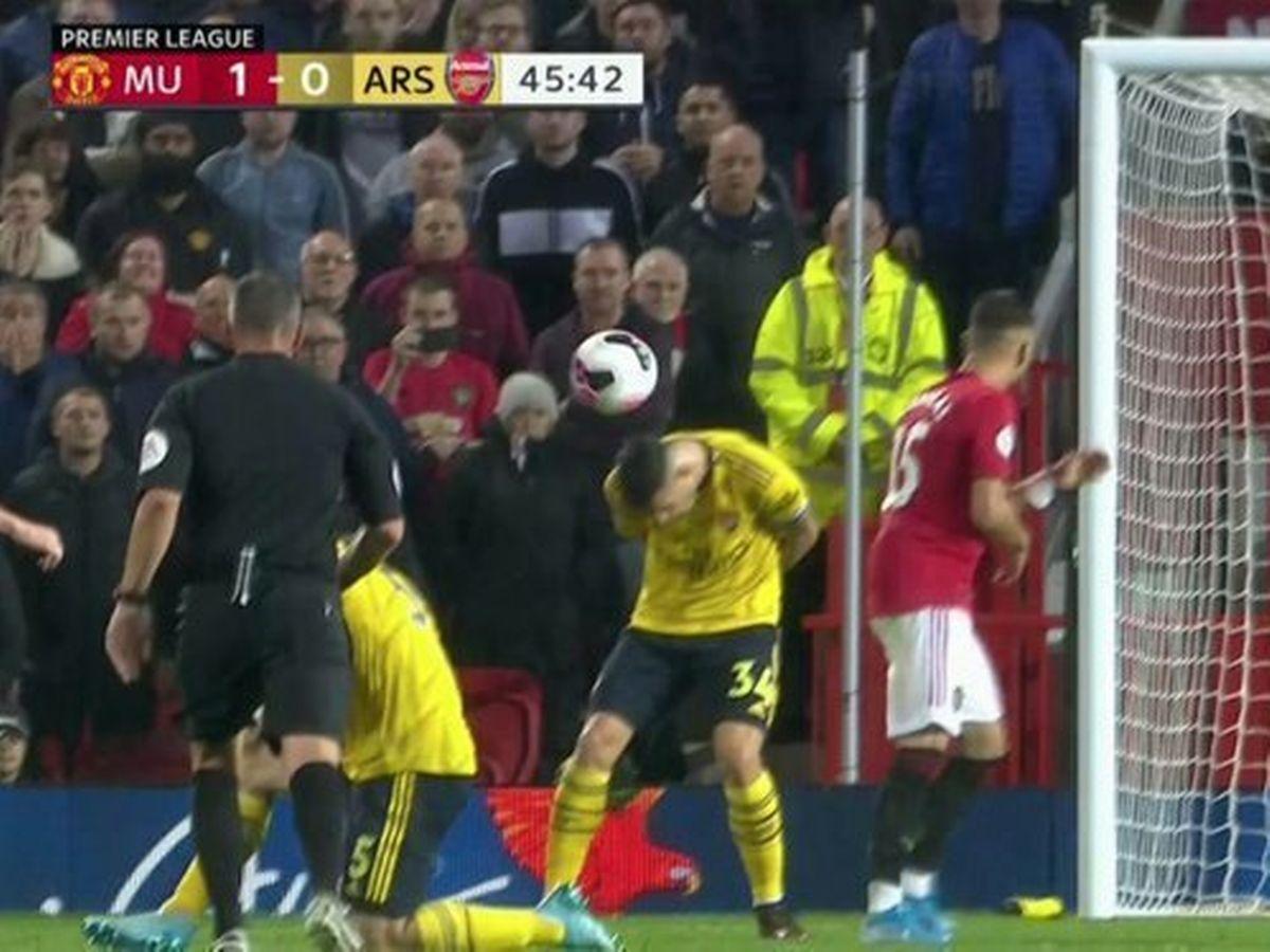 Nếu nhìn Văn Hậu chơi bóng, có lẽ cựu đội trưởng Arsenal phải cảm thấy xấu hổ - Bóng Đá