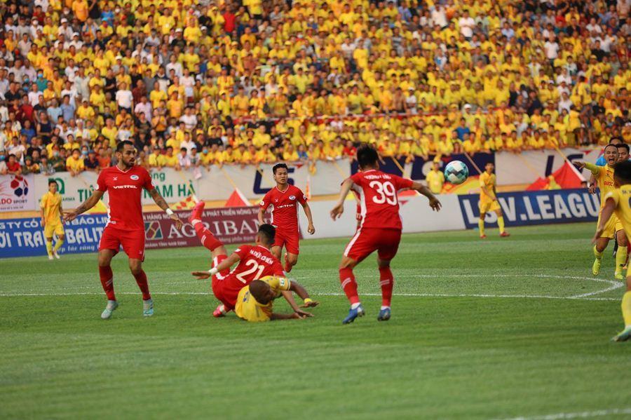 Đại chiến Hà Nội vs HAGL: Cả thế giới mơ về V-League - Bóng Đá