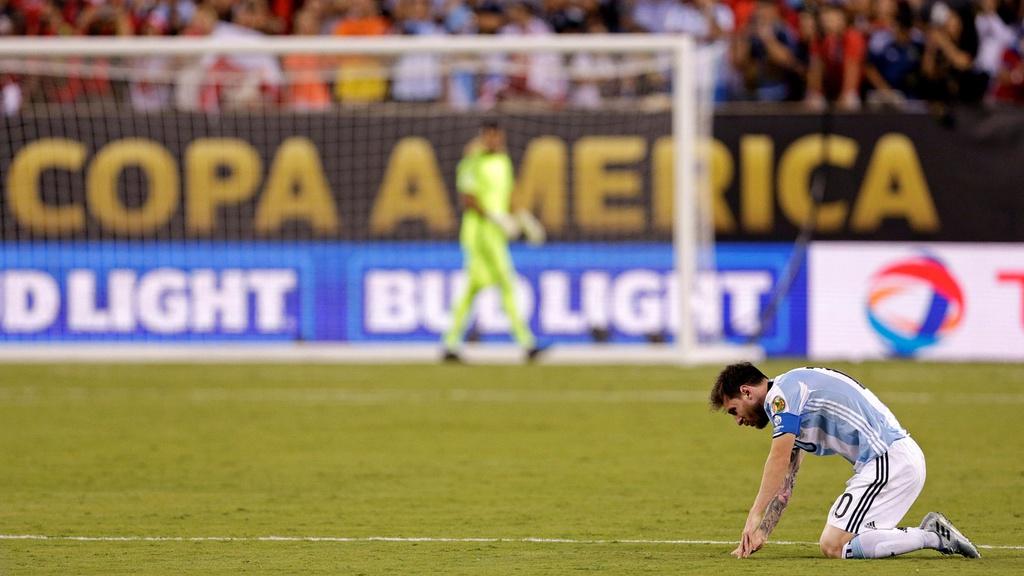 Messi, Ronaldo và sự tương phản ở đội tuyển quốc gia - Bóng Đá