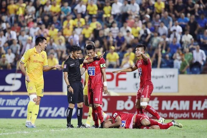 Vua bị treo còi, ngại ngần cho V-League - Bóng Đá