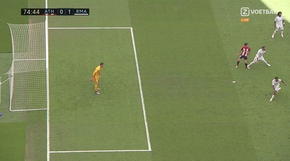 Sau Ronaldo, Real lại phạm thêm sai lầm với Ramos? - Bóng Đá