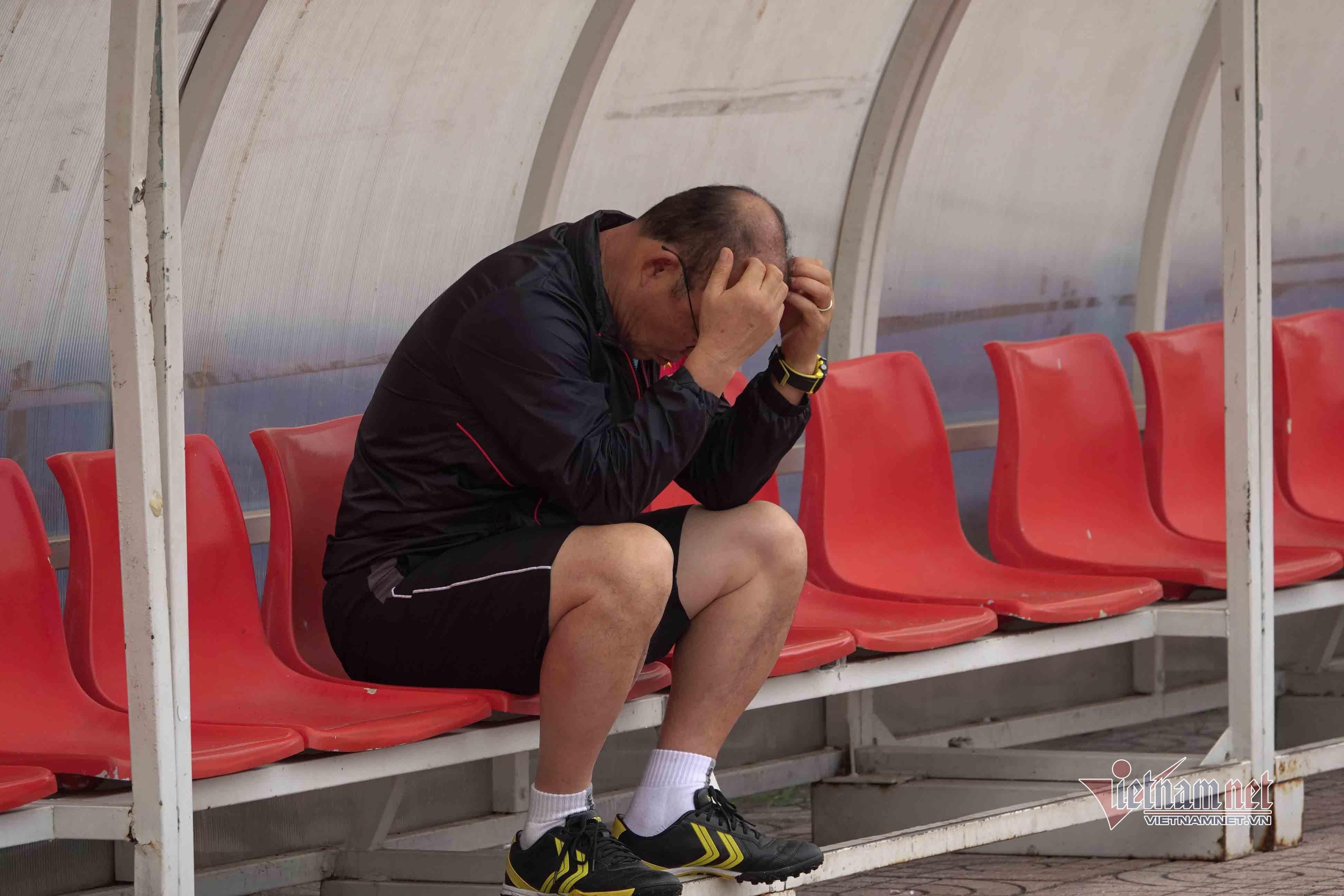 V-League lại tạm dừng, lo ngay ngáy rồi thầy Park - Bóng Đá