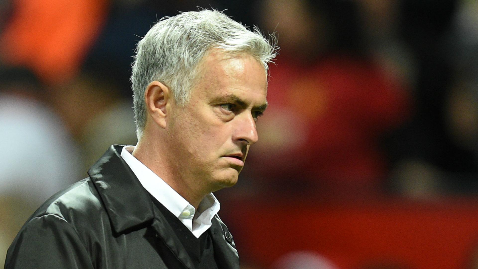 Mourinho ngập trong khủng hoảng, Hoàng đế Catona nói gì - Bóng Đá