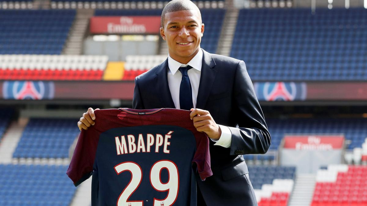 Kylian Mbappe 'wanted PSG to provide him with a private jet' as part of his contract - Bóng Đá