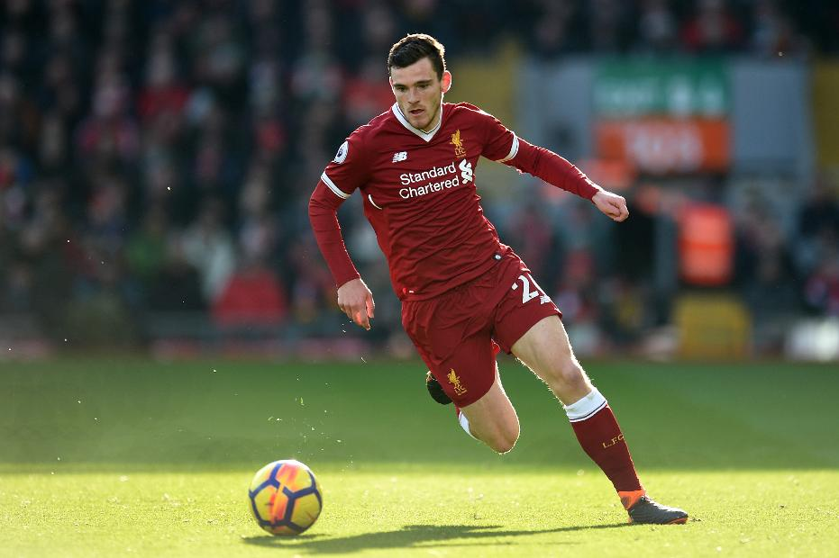 Gary Neville couldn't believe Man United's tactics vs Liverpool's Andy Robertson - Bóng Đá