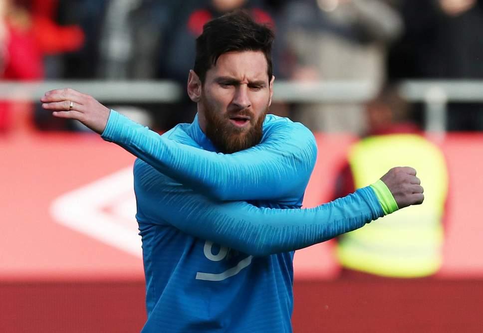Luis Suarez reveals why Lionel Messi never watches Barcelona matches back - Bóng Đá