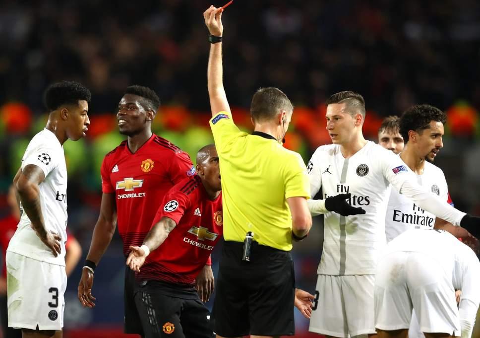 16. Solskjaer phản ứng thế nào về thẻ đỏ của Paul Pogba?   - Bóng Đá
