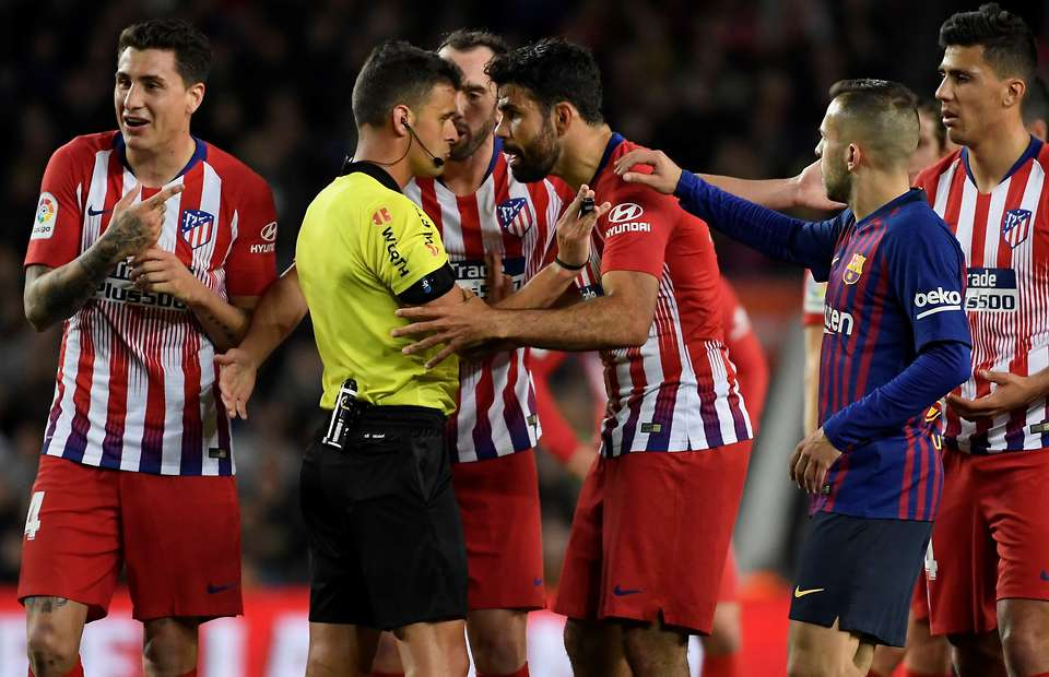 What Diego Costa did in the dressing room after being sent off - Bóng Đá