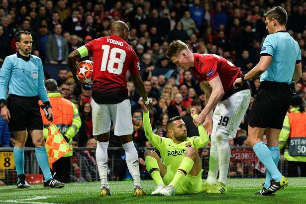 Jordi Alba branded a 'disgrace' by Man Utd fans for what he did at Old Trafford - Bóng Đá