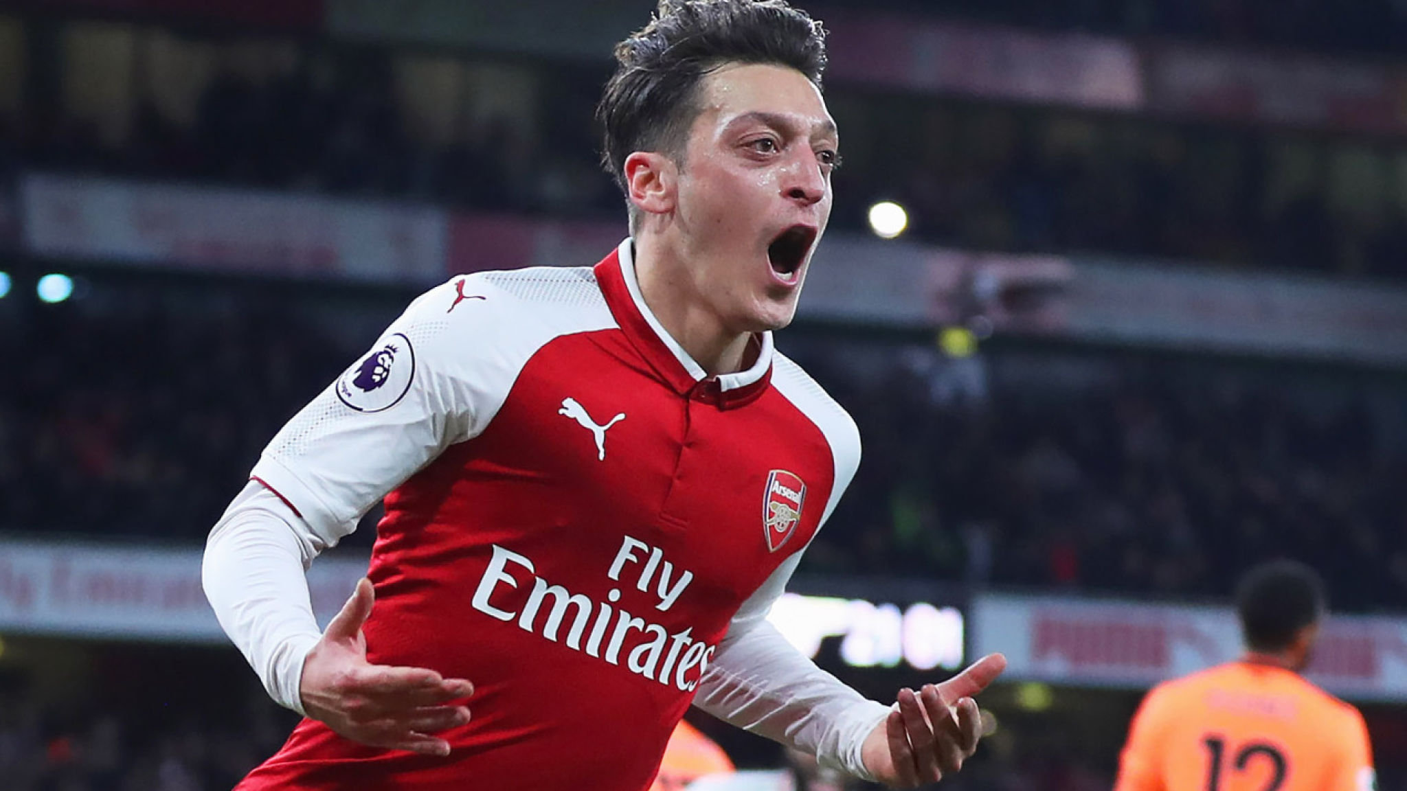 Arsenal player wages revealed - with Mesut Ozil's mammoth salary leading the way - Bóng Đá