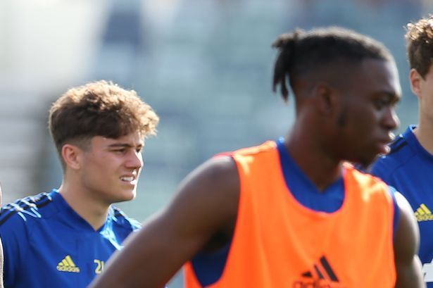 Man Utd coaches thought different things about Daniel James and Aaron Wan-Bissaka - Bóng Đá