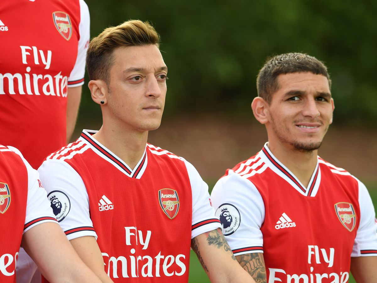 ARSENAL FANS WANT OZIL AND TORREIRA TO START AGAINST LEICESTER - Bóng Đá