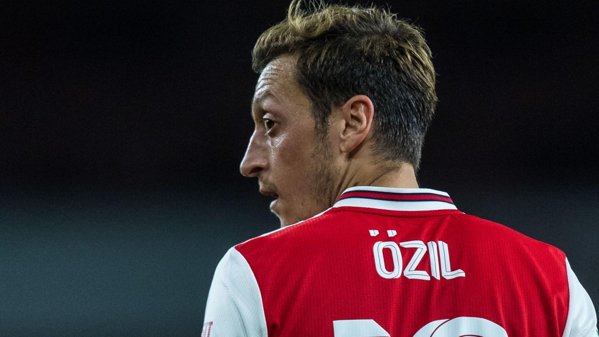 Arsenal urged not to repeat Mesut Ozil transfer mistake with Pierre-Emerick Aubameyang - Bóng Đá