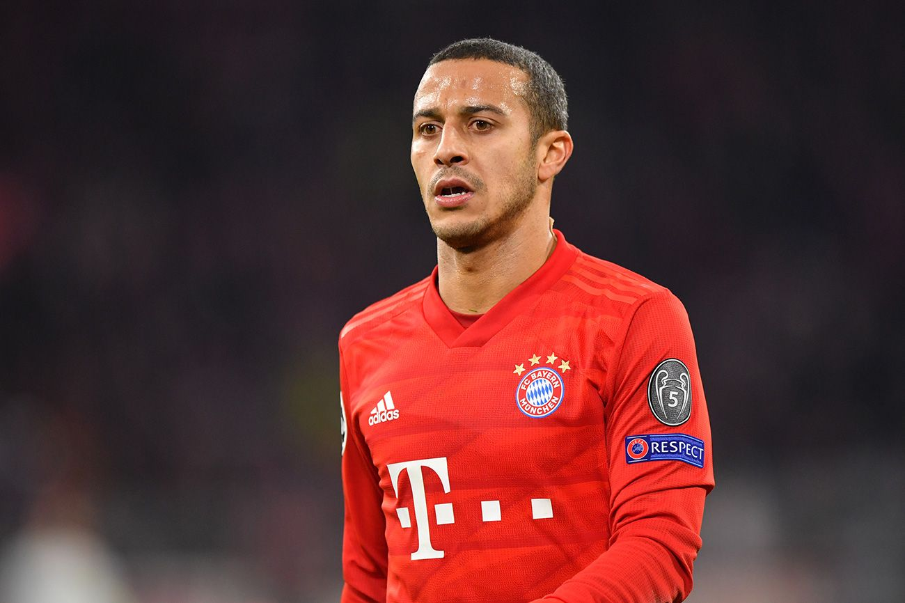 Juventus 'consider move for Bayern Munich star Thiago Alcantara as Paul Pogba alternative' with Man United playing hardball in transfer talks - Bóng Đá