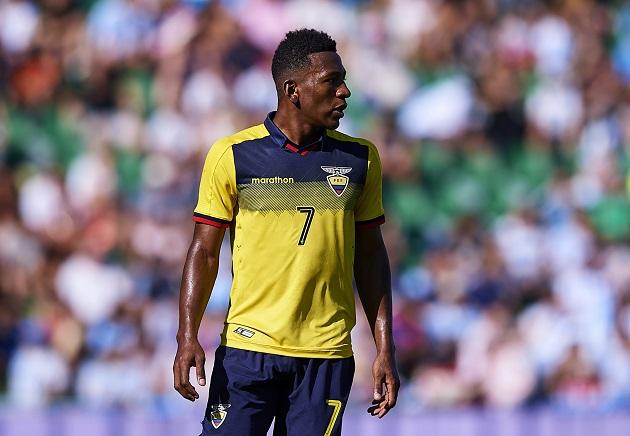 Antonio Valencia endorses Manchester United's transfer move for Pervis Estupinan - Bóng Đá