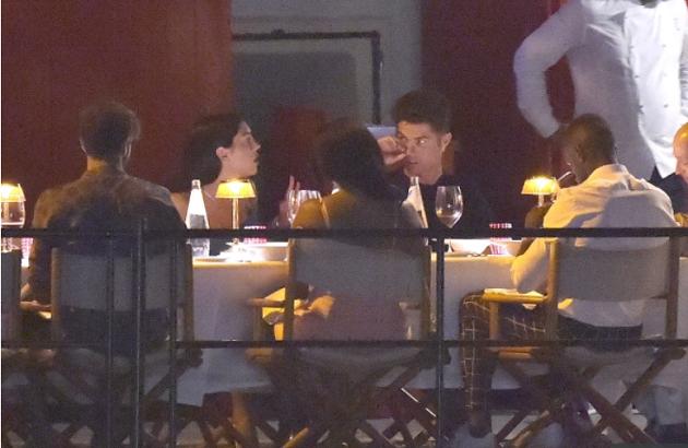 Được nghỉ ngơi, Ronaldo và bạn gái làm gì? - Bóng Đá