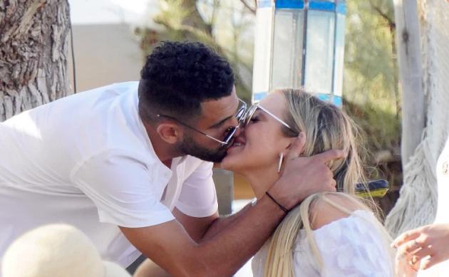 TAYLS, YOU WIN Man City ace Riyad Mahrez treats his new girlfriend to a romantic break in the south of France - Bóng Đá