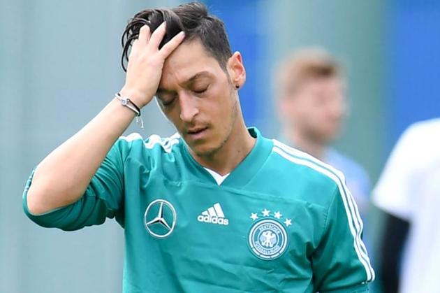 Ozil đối diện tin SỐC trước trận mở màn của Đức - Bóng Đá