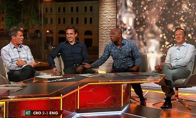 Roy Keane và Ian Wright cãi vã sau thất bại của tuyển Anh - Bóng Đá