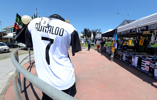 TIẾT LỘ số tiền chính xác Juve được hưởng từ việc bán áo đấu Ronaldo - Bóng Đá