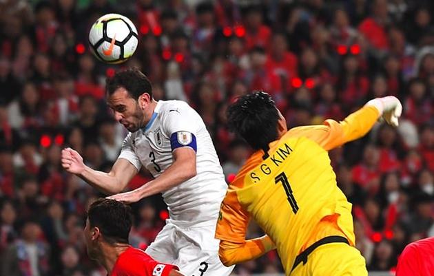 Son Heung-min bỏ lỡ penalty, Hàn Quốc vẫn lập dấu mốc quan trọng trước Uruguay - Bóng Đá