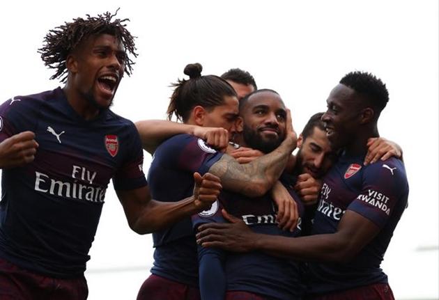 Chuyên gia John Hartson nhận định thế nào về Arsenal và Man Utd trong top 4 - Bóng Đá