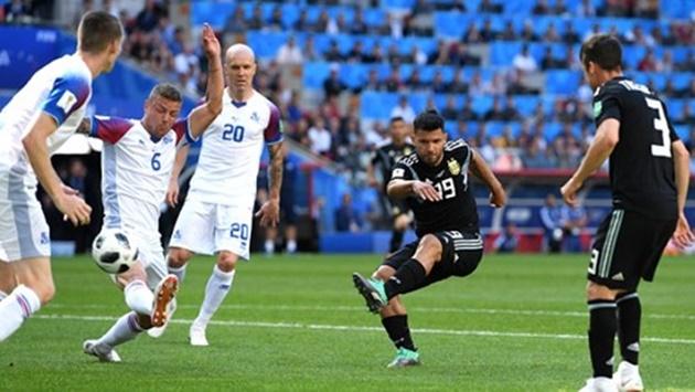 Khởi đầu chậm hơn Ronaldo, nhưng Messi sẽ đi xa hơn? - Bóng Đá