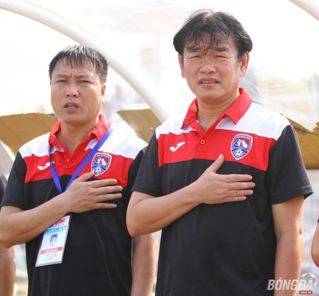 HLV Phan Thanh Hùng cho rằng Hà Nội  T&T vẫn chưa hết cửa vô địch V-League 2016: Ảnh: Đình Viên.
