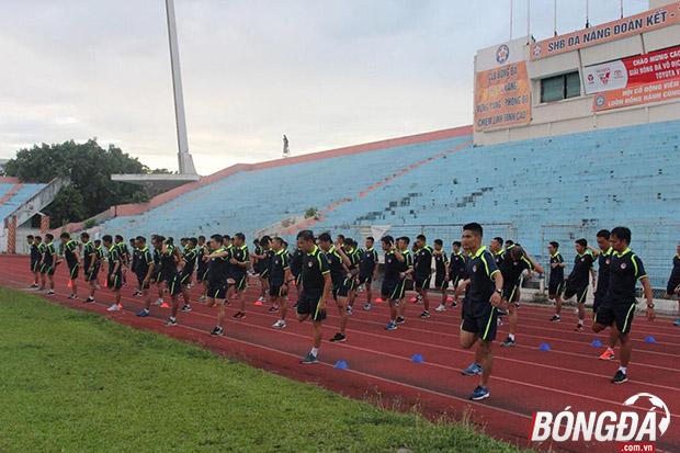 Các trọng tài, giám sát có mặt tại Đà Nẵng dự lớp tập huấn do VPF tổ chức. Ảnh: Cao Văn.