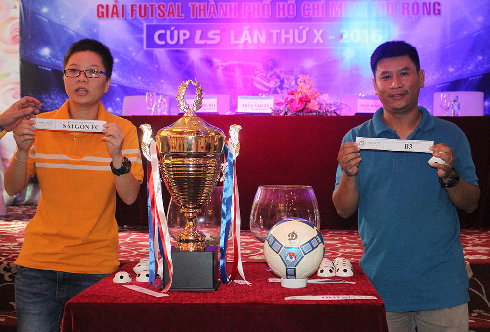 Buổi bốc thăm, chia bảng giải futsal TP.HCM mở rộng 2016. Ảnh: Đình Viên.