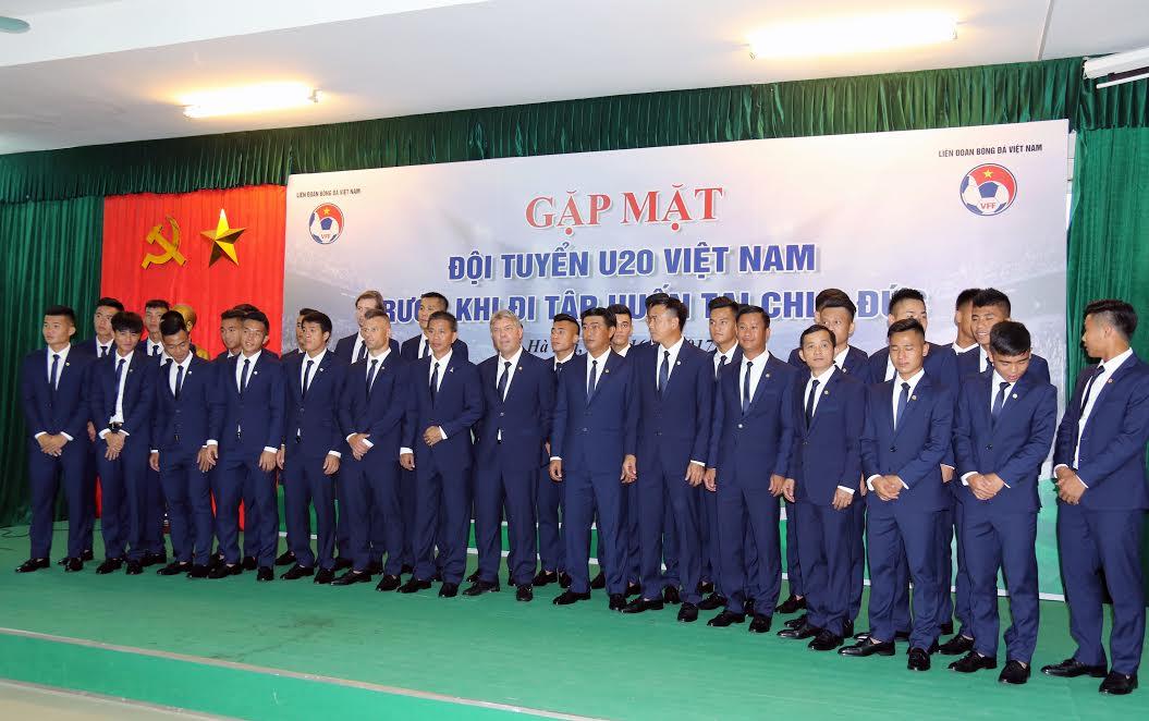 Thành phần ban huấn luyện các cầu thủ U20 Việt Nam chuẩn bị sang Đức tập huấn. Ảnh: Nhật Đoàn.