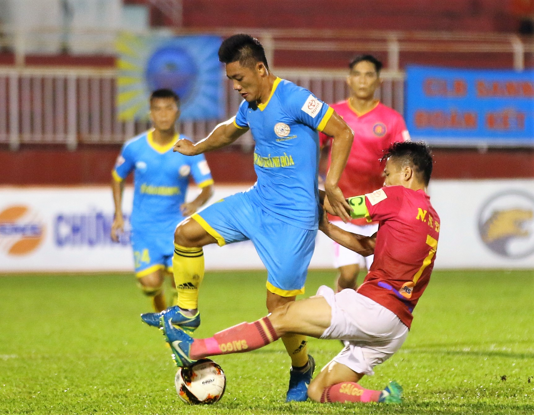 Cầu thủ Việt Nam phải biết chơi tiểu xảo