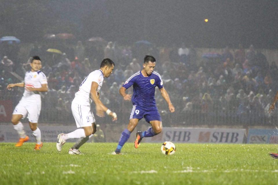Thanh Trung tỏa sáng đưa Quảng Nam lên ngôi vô địch V-League - Bóng Đá