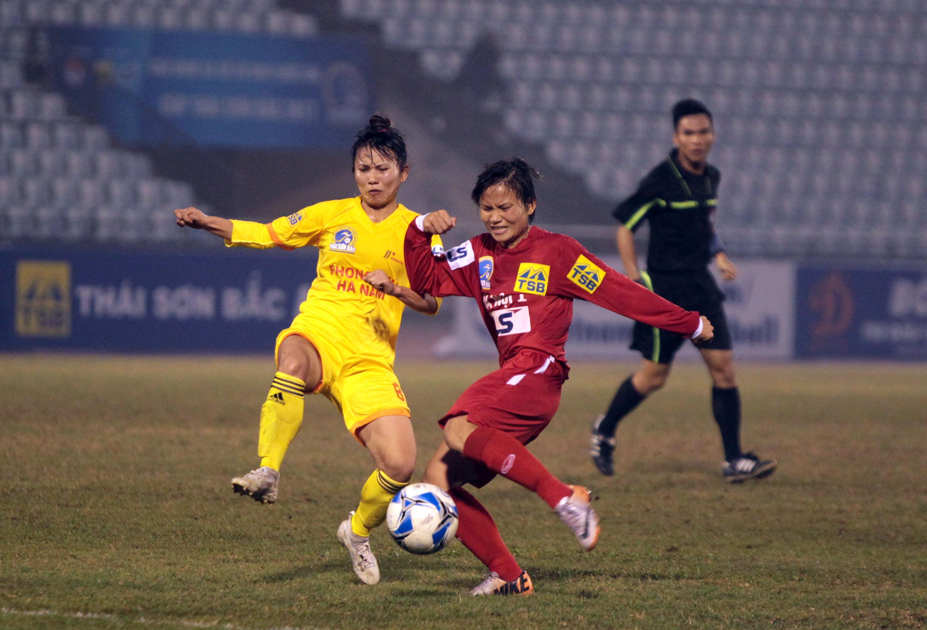 Phong Phú Hà Nam vào chung kết, CĐV đốt pháo sáng ăn mừng - Bóng Đá