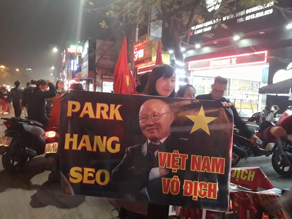 1001 cách ăn mừng chiến thắng của NHM Việt Nam - Bóng Đá