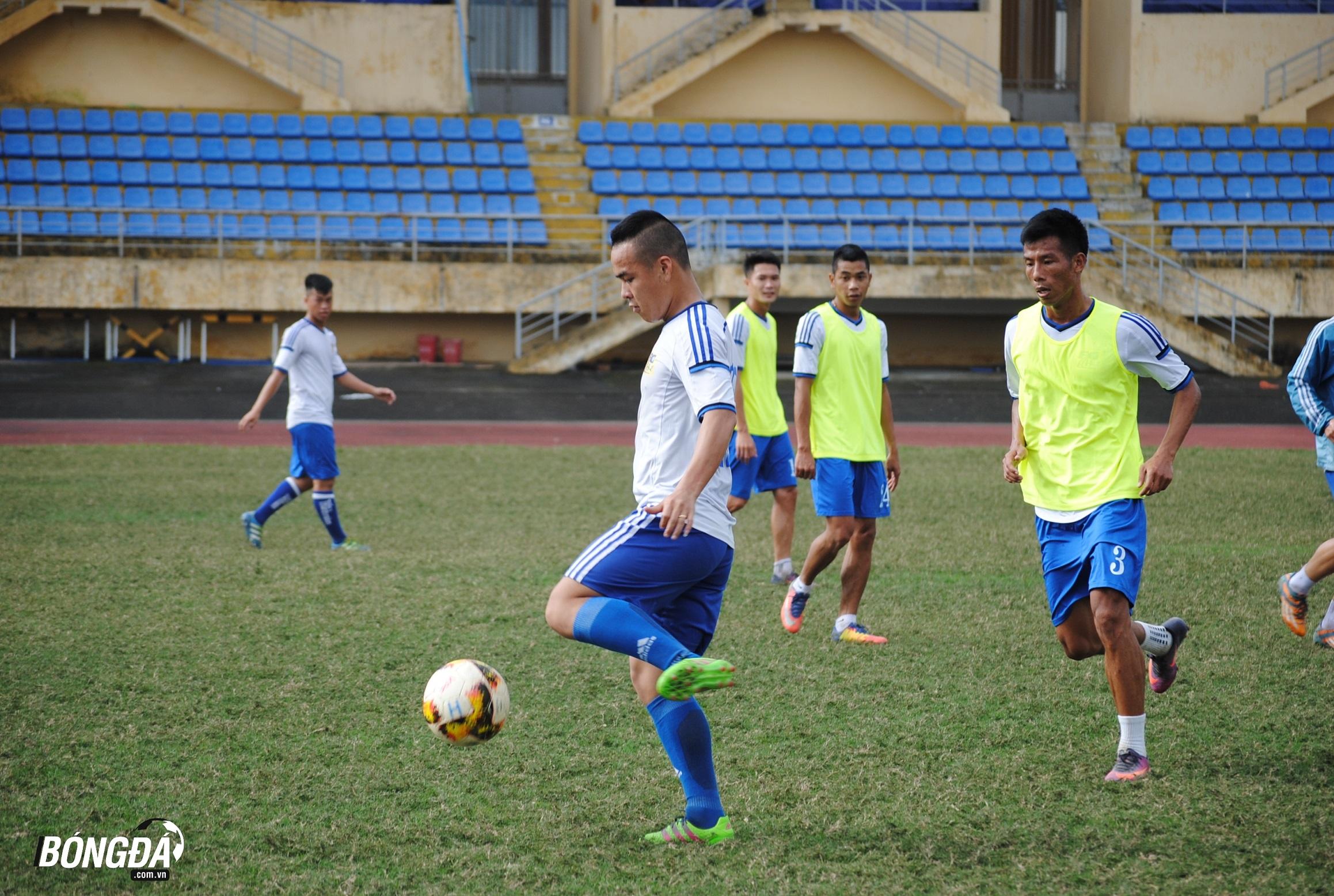 Trưởng đoàn Đoàn Phùng: Huế nghèo, nhưng quyết tâm lên V-League 2019 - Bóng Đá