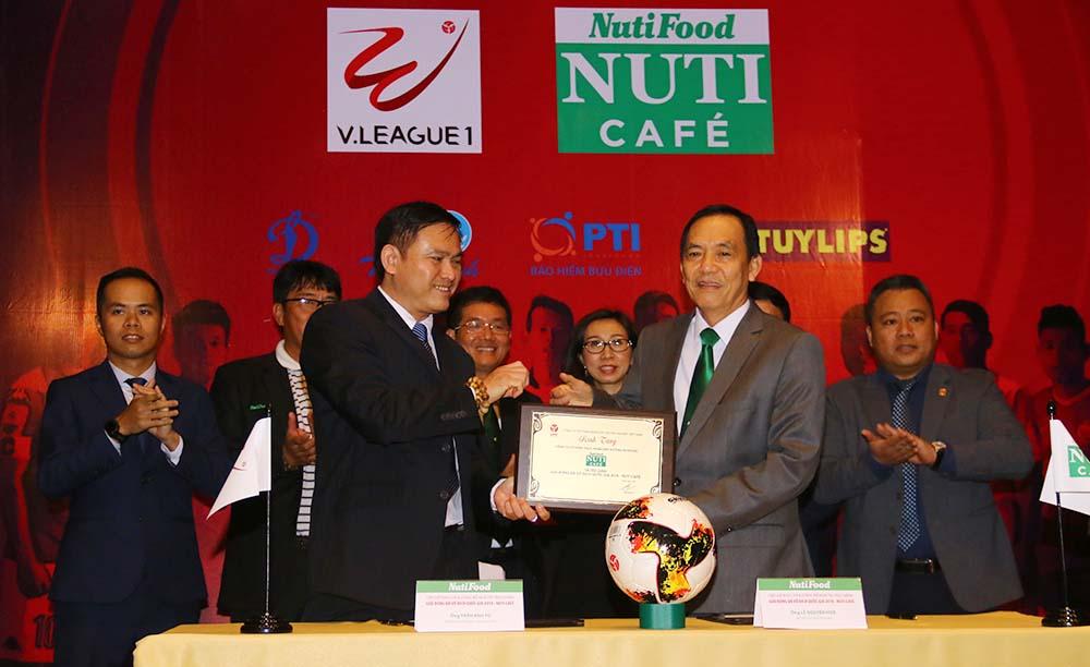 Nhà tài trợ V-League 2018 được yêu tiên ký tiếp 2 năm hợp đồng - Bóng Đá