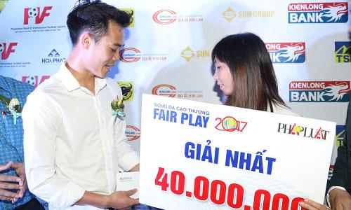 Nhà tài trợ V-League thưởng nóng cho hành động đẹp của Văn Toàn - Bóng Đá