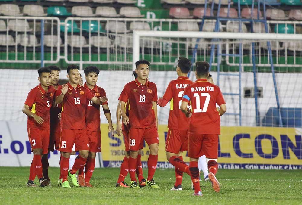 HLV Vũ Hồng Việt nói gì khi Việt Nam vô địch U19 Quốc tế - Bóng Đá