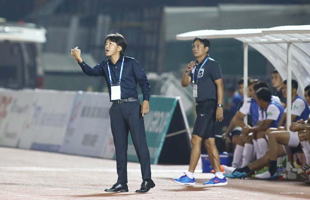 Thua muối mặt SLNA, HLV Toshiya Miura kêu gọi khán giả TP.HCM phải biết kiên nhẫn - Bóng Đá