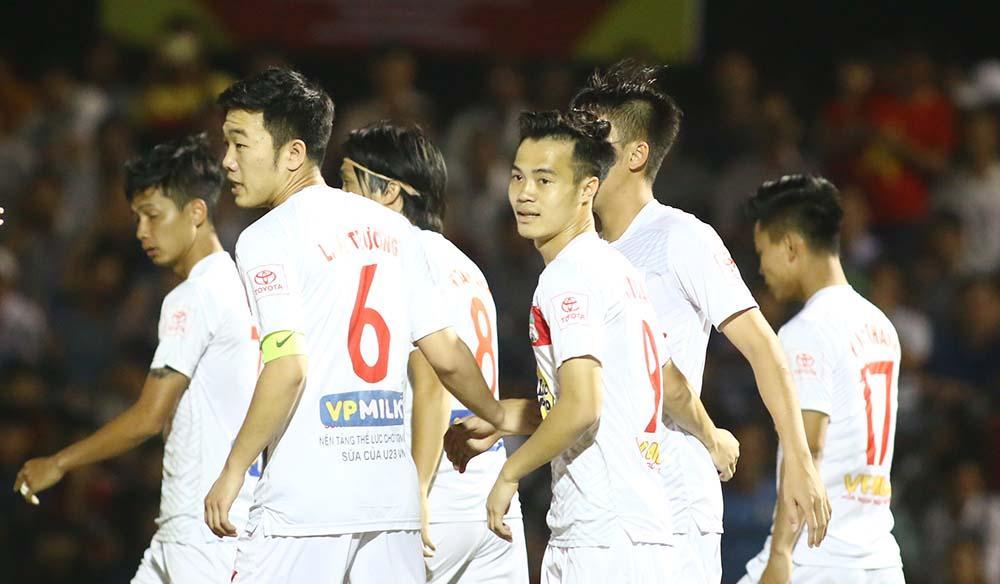 Vòng loại Cúp Quốc gia 2018: HAGL phô diễn sức mạnh, Hà Nội và TP.HCM thắng chật vật - Bóng Đá