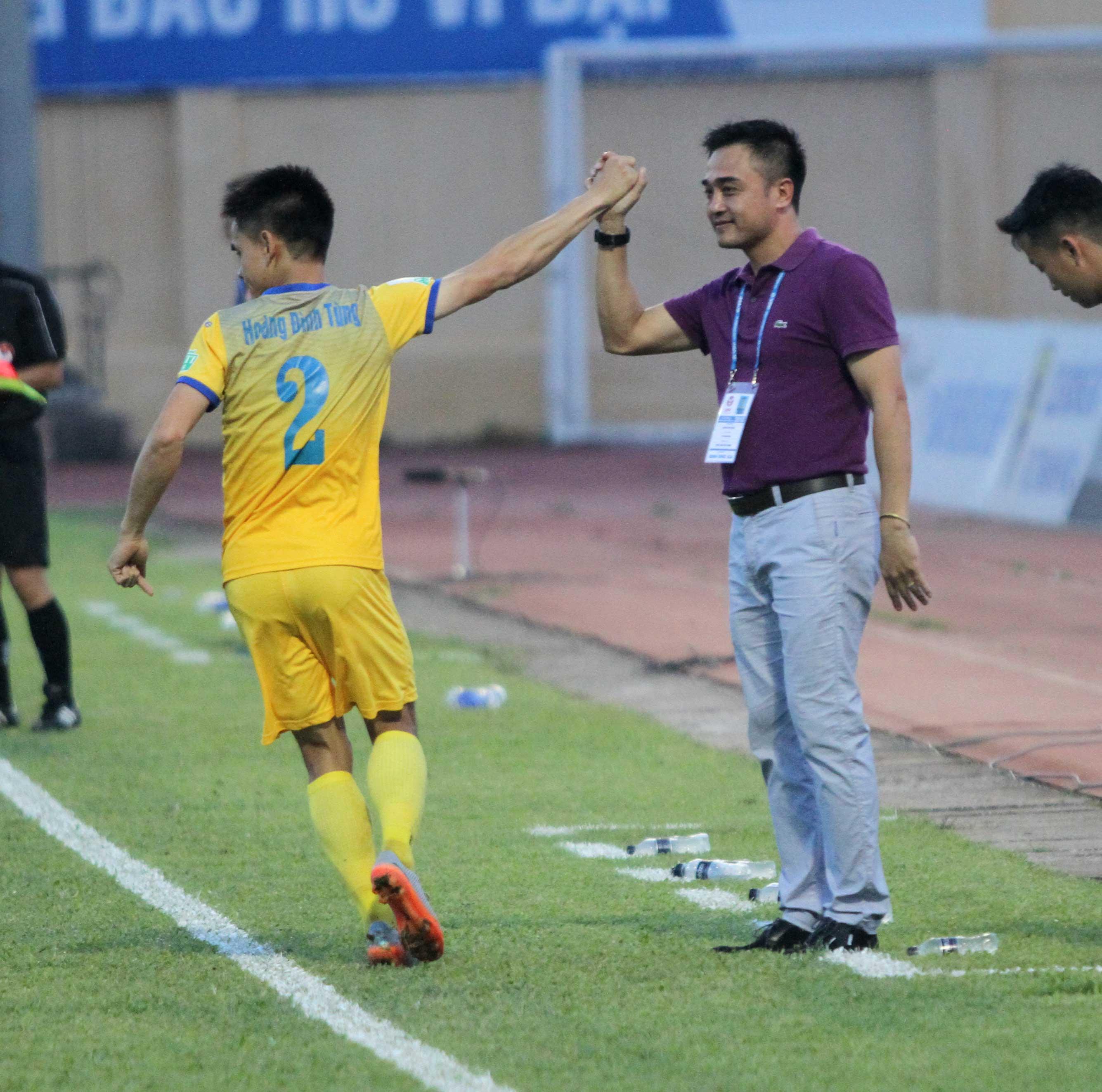 Nhận hai quả 11m, FLC Thanh Hóa chấp nhận cưa điểm với Sài Gòn FC - Bóng Đá