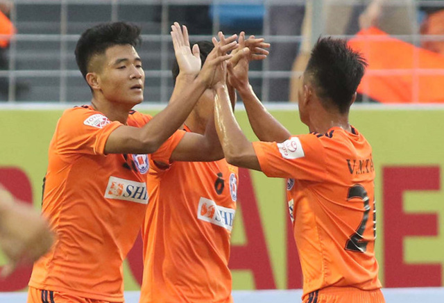 Tiền đạo Hà Đức Chinh nhận danh hiệu bàn thắng đẹp nhất tháng 4/2018 - Bóng Đá