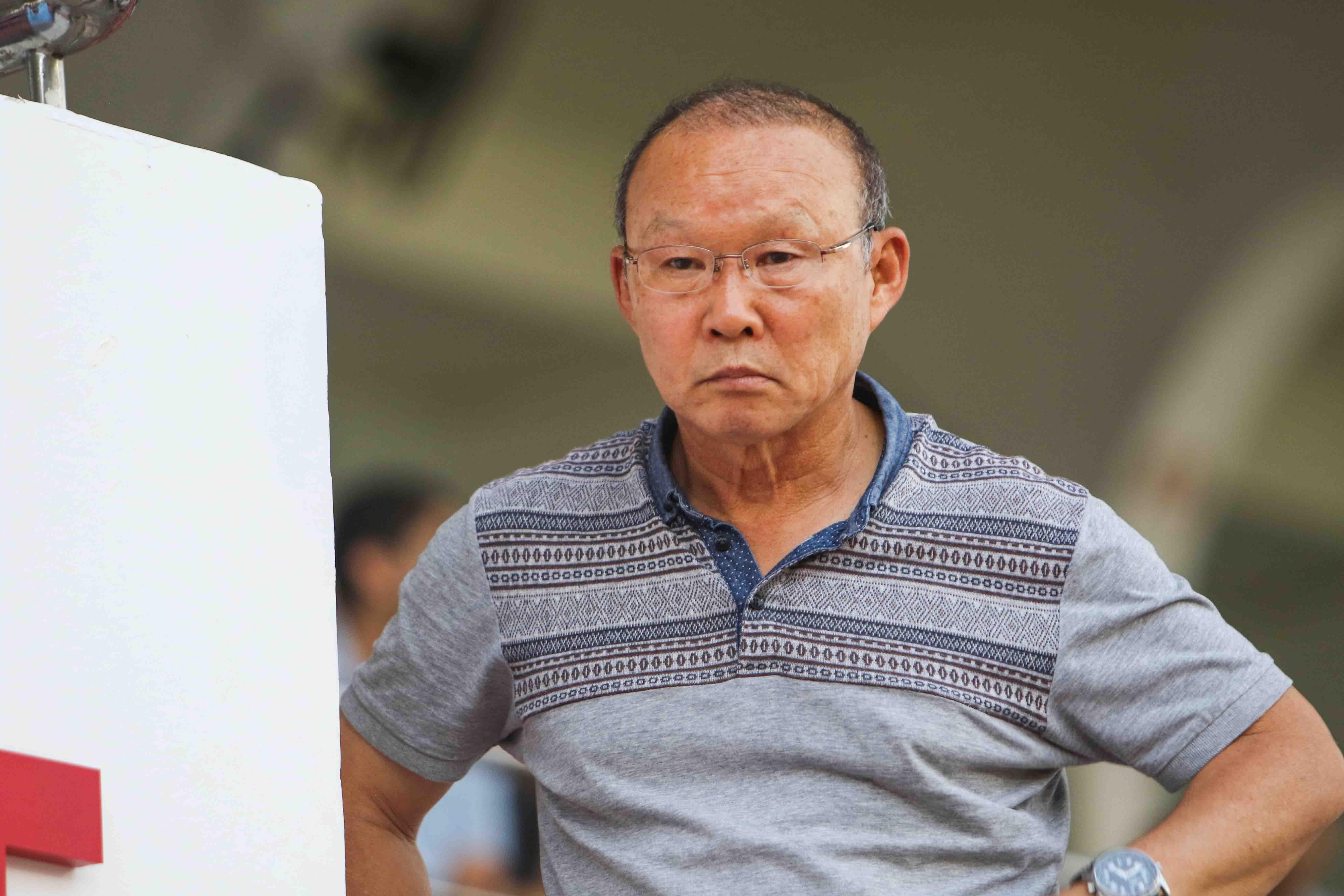 Điểm tin bóng đá Việt Nam tối 18/05: VFF lên tiếng bản quyền World Cup 2018, Thầy Park vi hành ở Thống Nhất - Bóng Đá