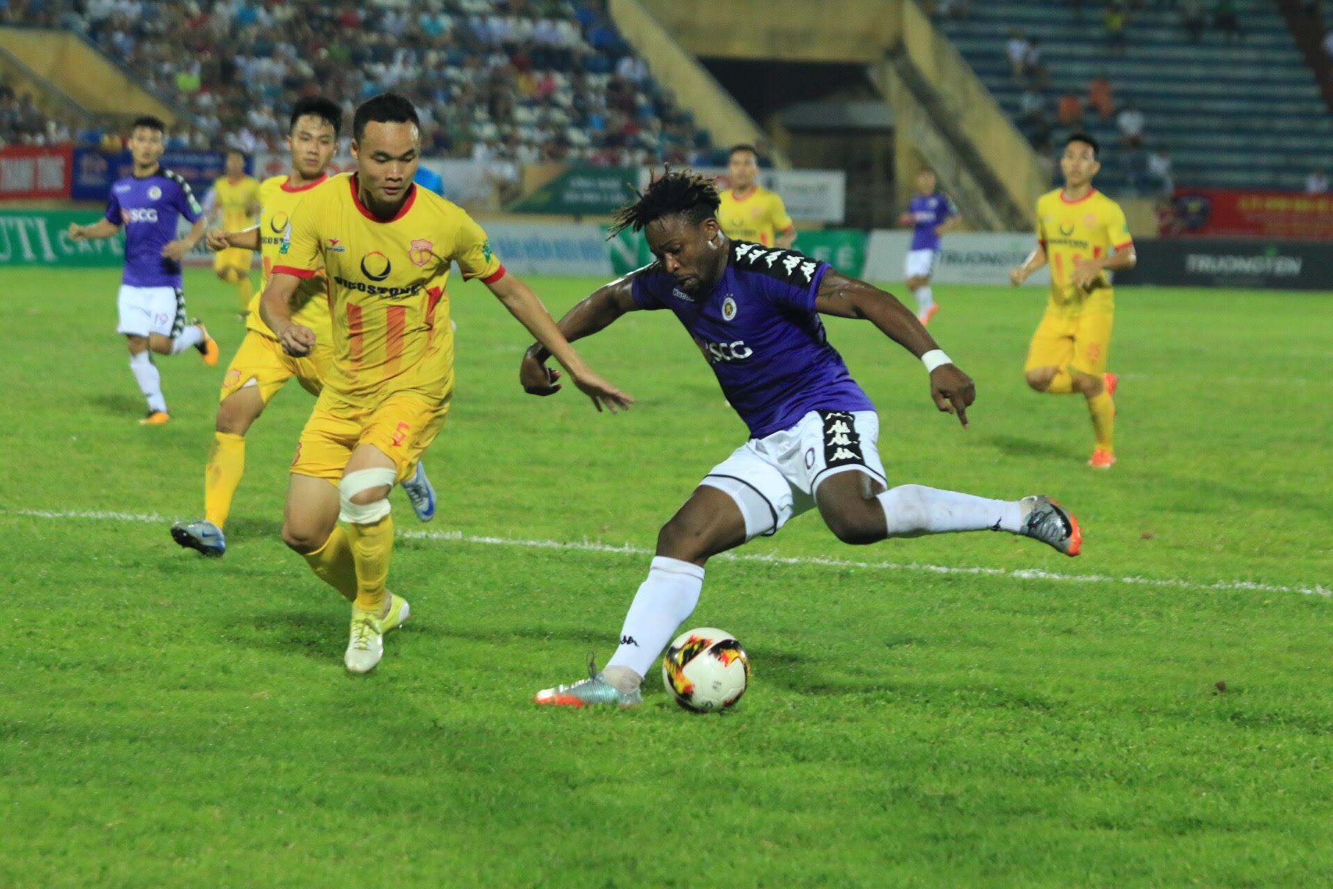 Thắng nhọc nhằn 2-0 trước Nam Định, Hà Nội giữ vững ngôi đầu bảng - Bóng Đá