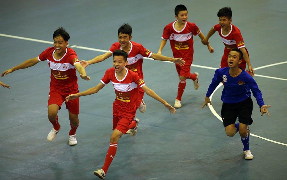 Giải trẻ em có hoàn cảnh đặc biệt 2018: Đánh bại chủ nhà TP.HCM, Hà Nội lên ngôi vô địch - Bóng Đá