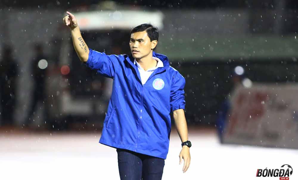 Gục ngã tại phố núi, HLV Sài Gòn FC tố trọng tài quên thổi pen - Bóng Đá