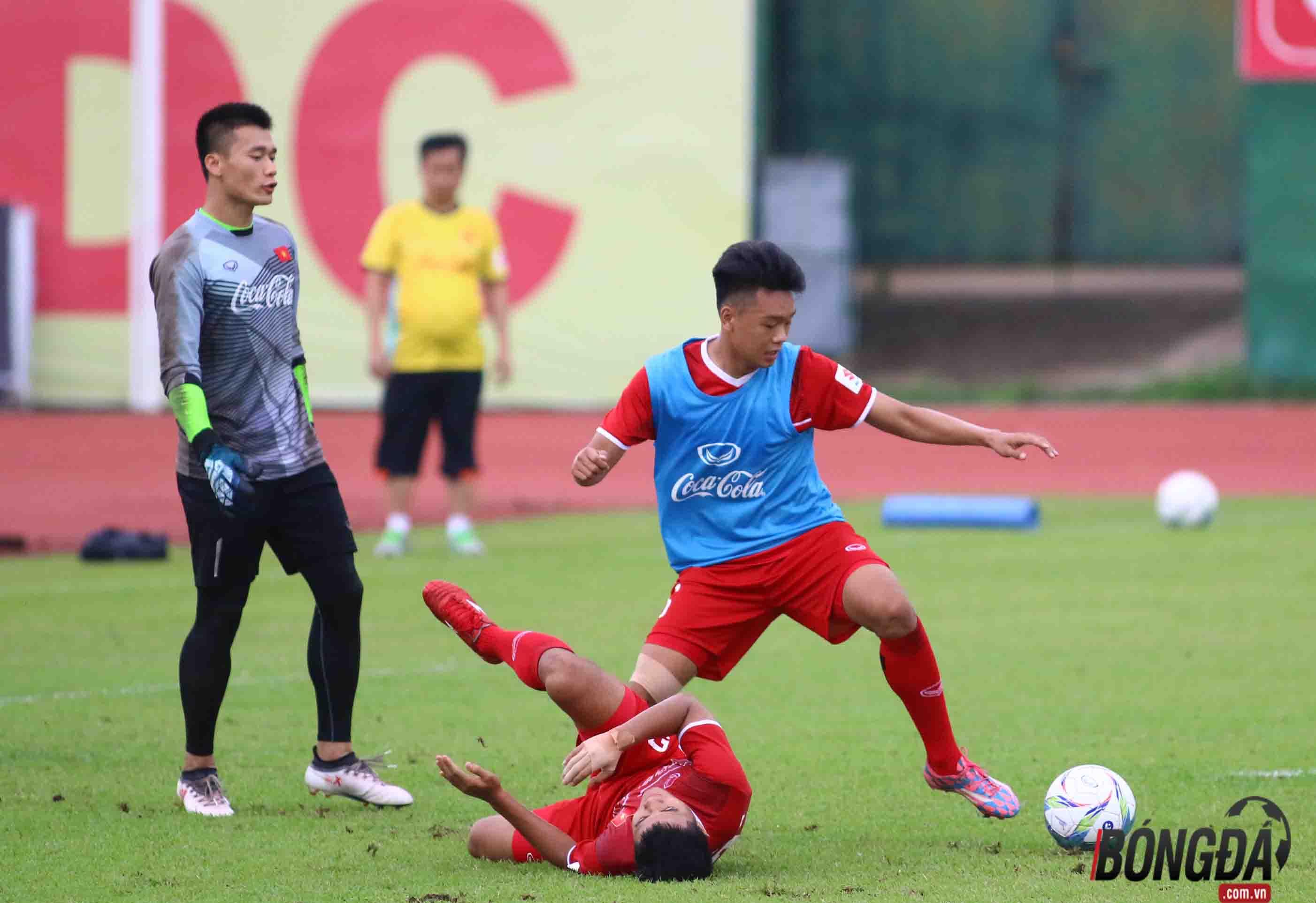 Cận cảnh chấn thương Thành Chung chia tay ASIAD 2018 - Bóng Đá