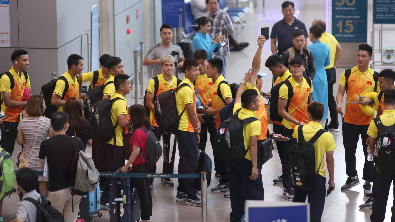 Điểm tin bóng đá Việt Nam sáng 11/08: U23 Việt Nam lên đường tham dự ASIAD 2018 - Bóng Đá