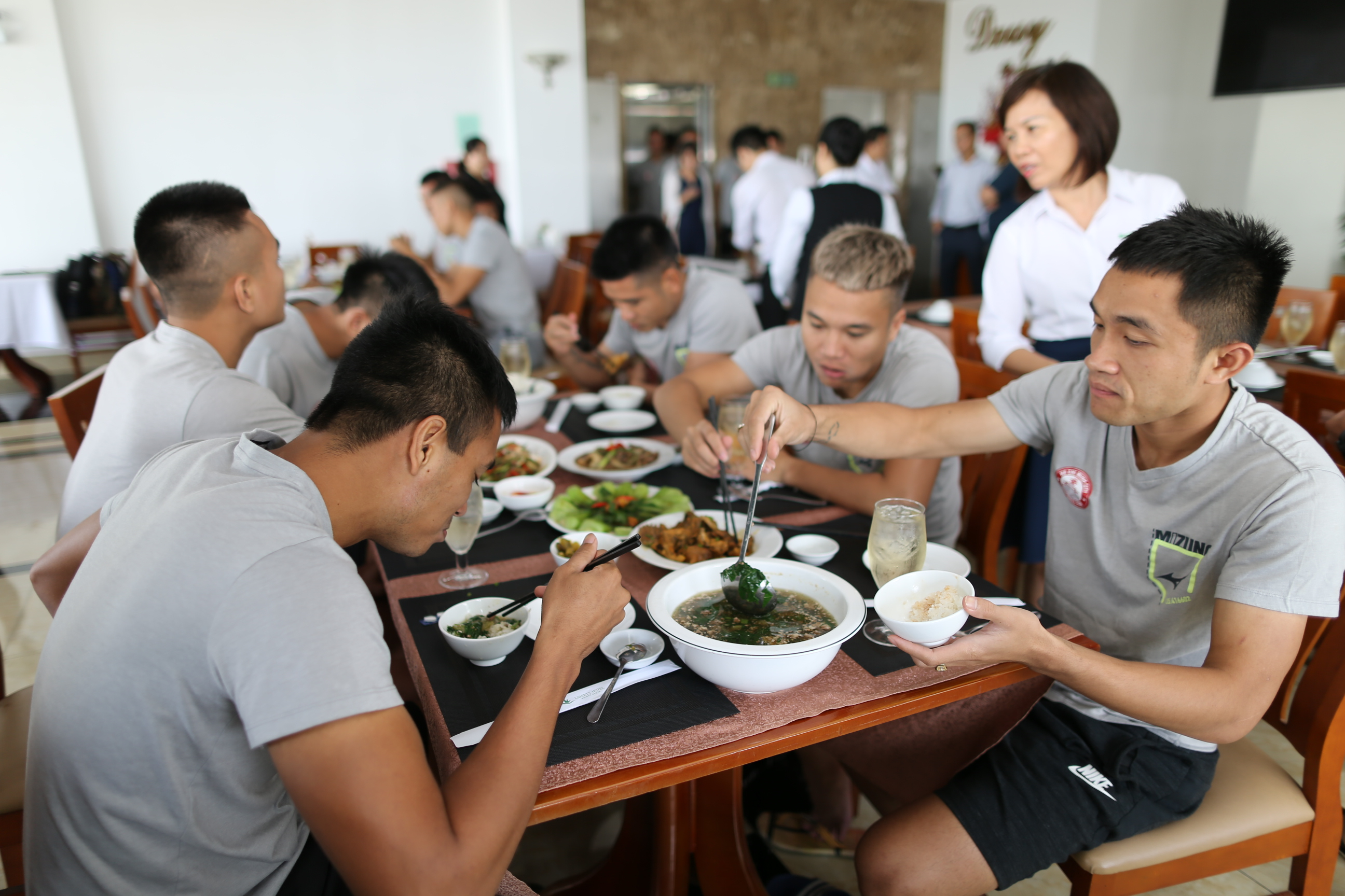 Đội bóng HLV Miura tăng cường dinh dưỡng sẵn sàng bứt tốc giai đoạn cuối V-League 2018 - Bóng Đá